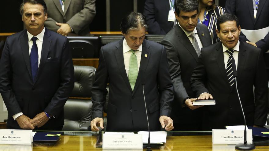 El vicepresidente de Brasil, el General Hamilton Mourão, jura su cargo. José Cruz/Agência Brasil.