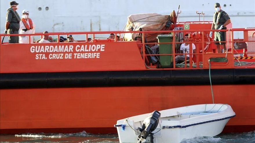 Buscan en el Estrecho una patera con 9 inmigrantes que están desorientados
