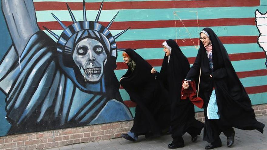 Iraníes conmemoran la toma de la embajada de EEUU y piden precaución a su Gobierno