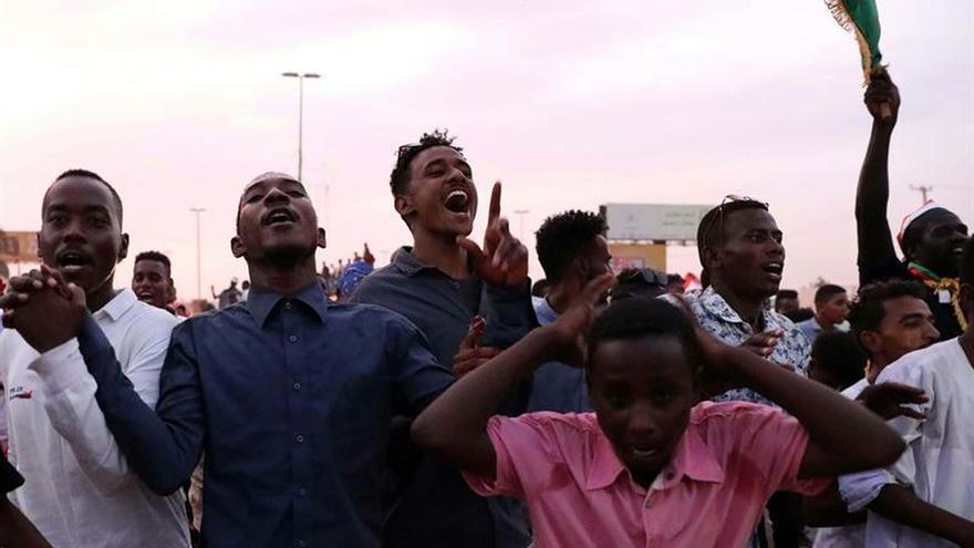 Retrasan 48 horas la formación del Consejo Soberano en Sudán
