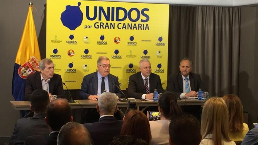 Guillermo Reyes, Bravo de Laguna, Francisco Santa y Aladino Suárez en la presentación de Unidos por Gran Canaria. (Europa Press).