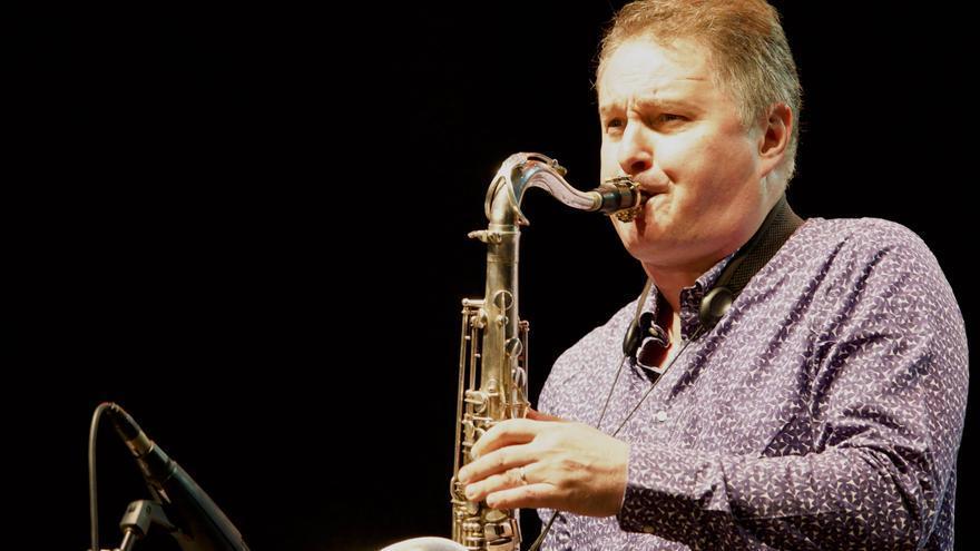 El saxofonista galo Sylvain Beuf desarrolló fraseos en el más puro estilo jazzistico