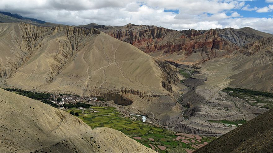 Paisajes lunares en la garganta del río Kali Gandaki. simonsimages
