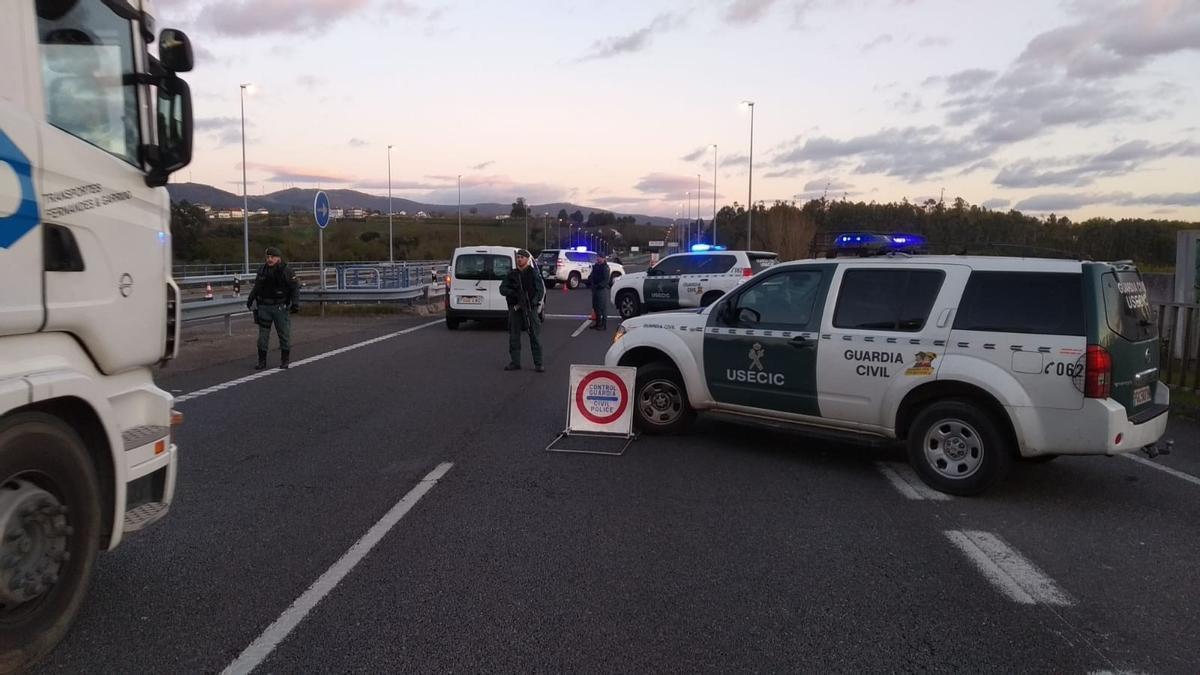 Control de tráfico de la Guardia Civil durante estado alarma en Cantabria