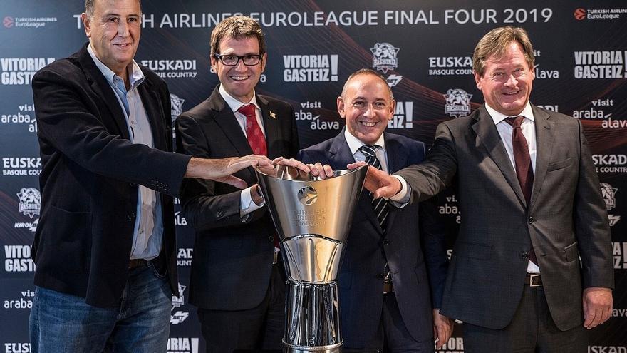 El trofeo de la Final Four 2019 se puede visitar estos días en Vitoria (Álava)