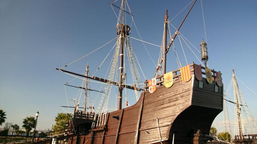 La Santa María fue la mayor de las tres carabelas que partieron de Palos al mando de Colón, que navegaba en ello. Naufragó frente a las costas de Haití en la navidad de 1492. Con sus restos se construyó un fuerte que se convirtió en la primera edificación europea del Nuevo Mundo.