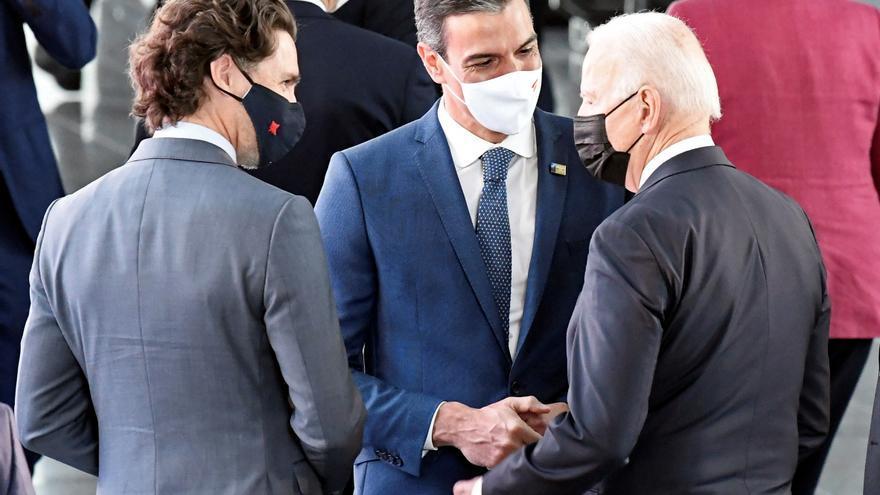 Sánchez habla brevemente con Biden antes del comienzo de la cumbre de la OTAN
