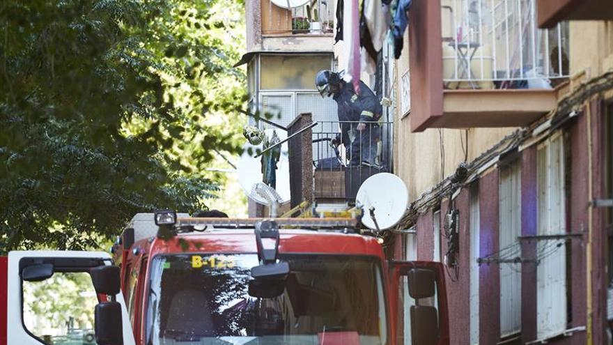El niño de dos años herido ayer en incendio en Barcelona sigue estable dentro de la gravedad