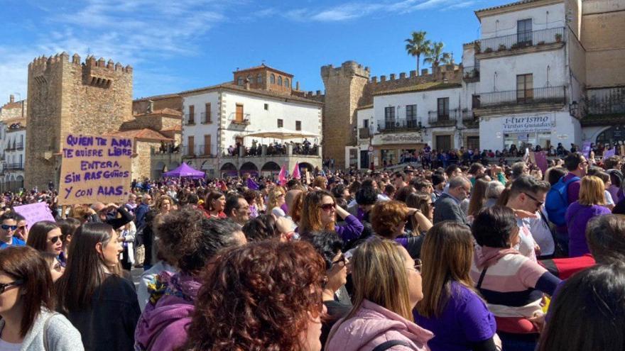 Concentración en la Plaza Mayor de Cáceres