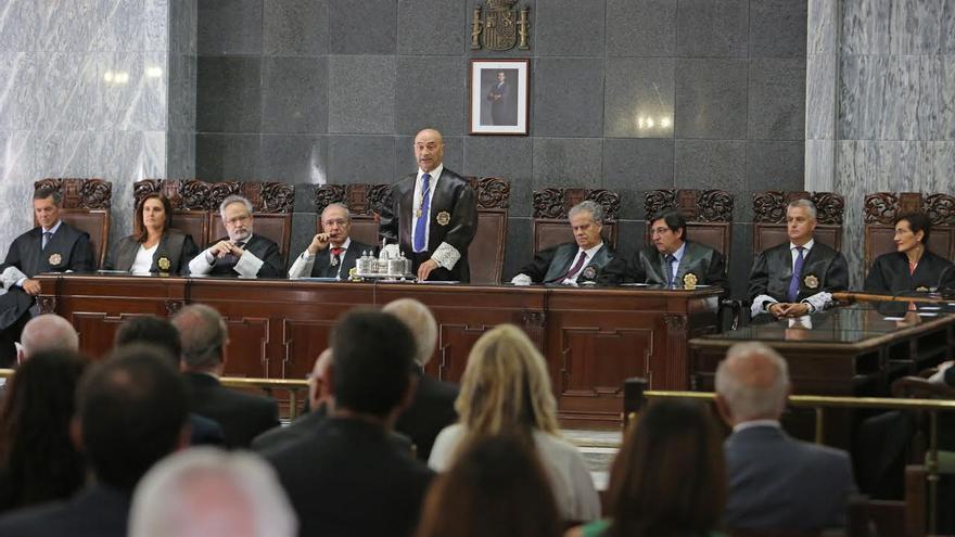 El presidente del TSJC, Antonio Doreste, junto a responsables de la Justicia en Canarias durante el inicio del año judicial.