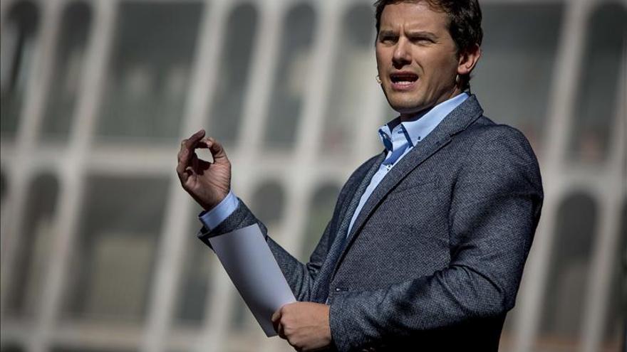 Albert Rivera dice que no apoyará un gobierno de Rajoy ni de Sánchez