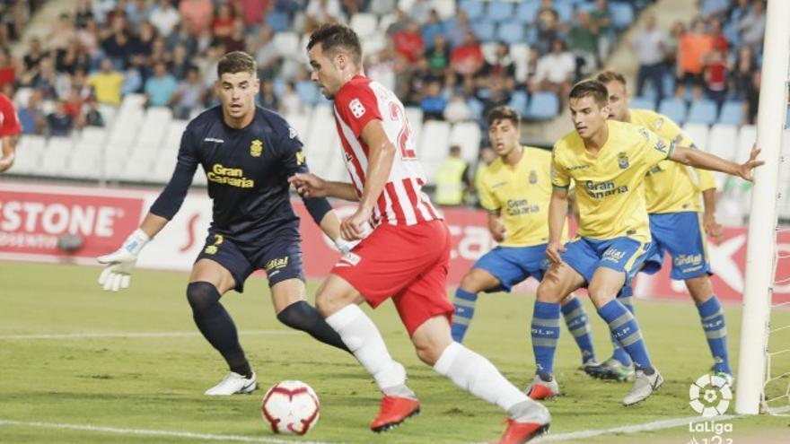 Lance del partido entre el Almería y la UD Las Palmas. (LA LIGA 123)