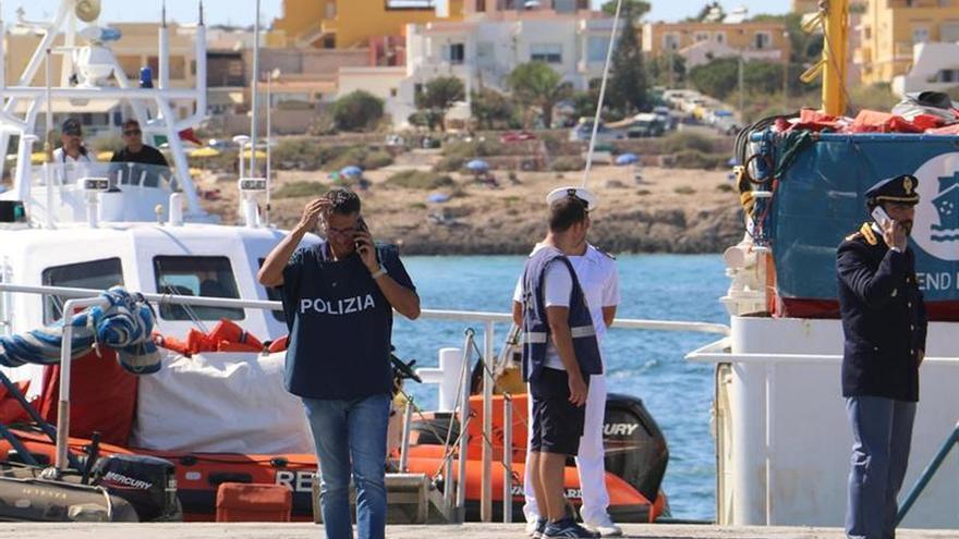 Italia impide a una nave de MSF desembarcar rescatados en el mar en Lampedusa