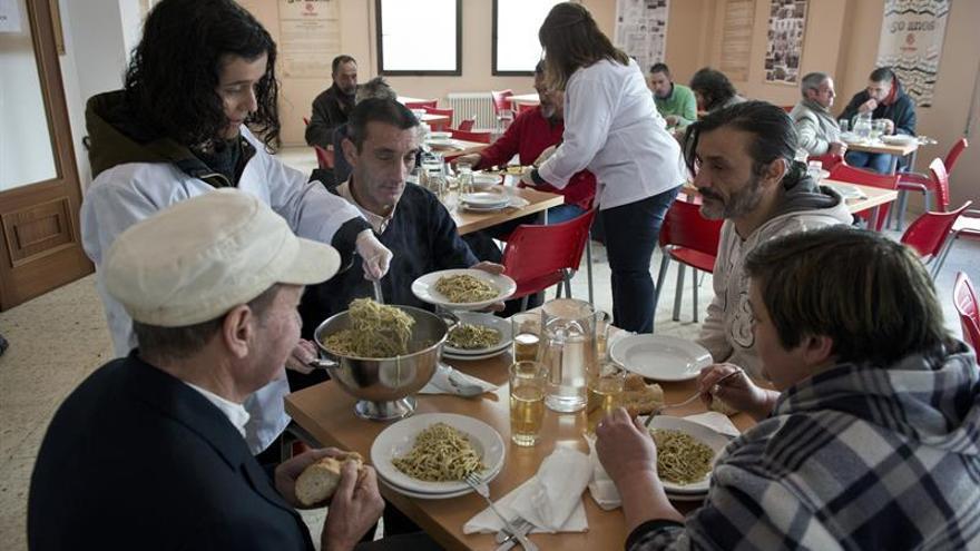 Cáritas atendió a menos familias, pero tuvo que aumentar un 22 % las ayudas