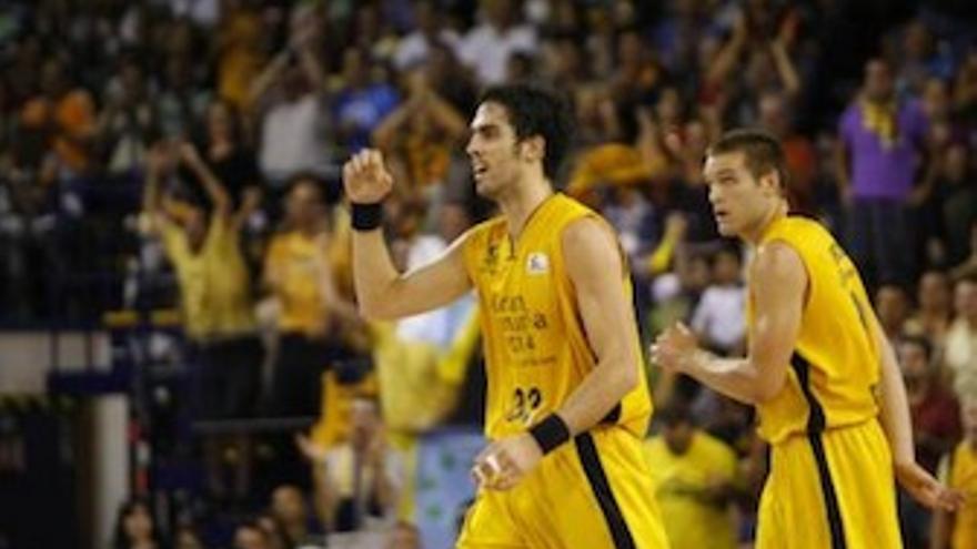 Beirán celebra una acción con el puño en alto. (cbgrancanaria.net)