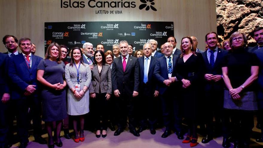 El presidente del Gobierno de Canarias, Ángel Víctor Torres, asiste a la inauguración del stand de Canarias en la Feria Internacional de Turismo (Fitur), este miércoles, en Madrid.