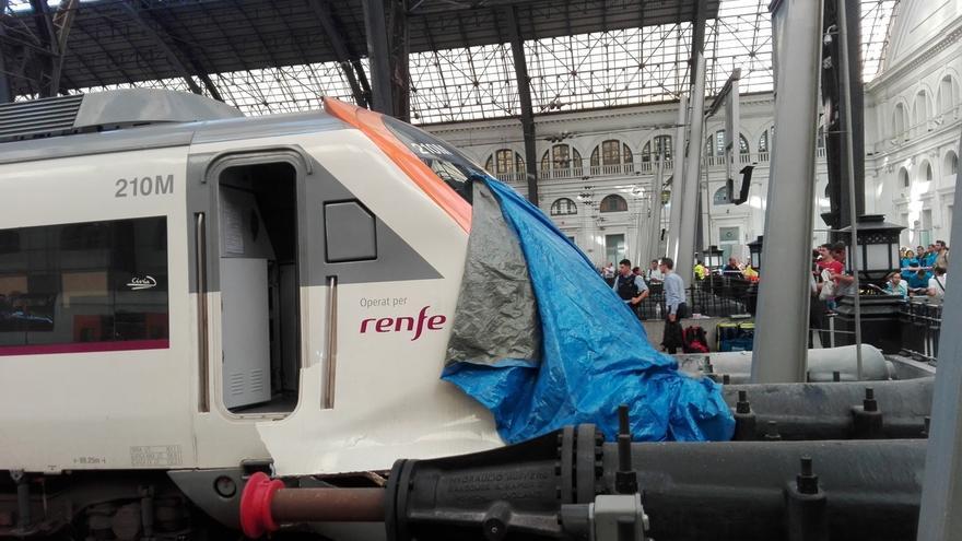 El tren accidentado en Barcelona estaba frenando cuando chocó con el tope en la estación de Francia