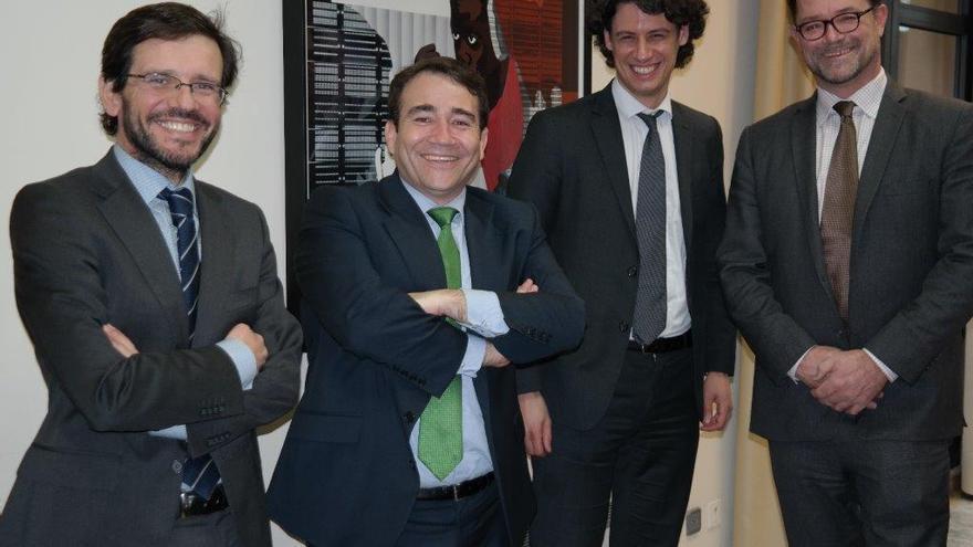 El director del IVF, Manuel Illueca (segundo por la izquierda)
