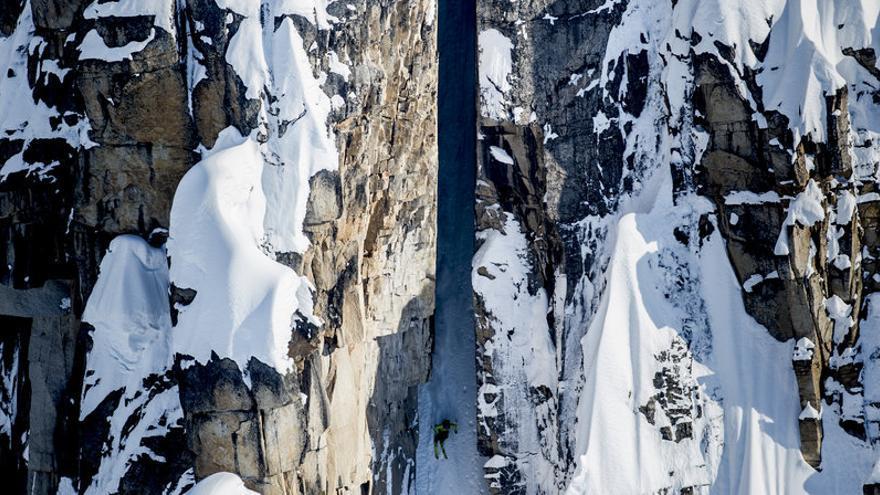 Cody Towsend descendiendo en las montañas de Tordillo, Alaska.