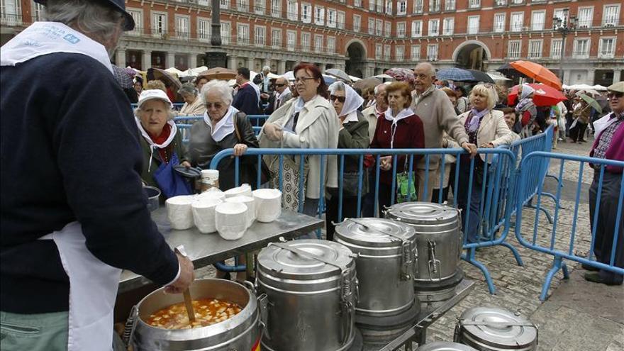 Aldeas Infantiles reparte hoy 12.000 raciones de cocido en la Plaza Mayor