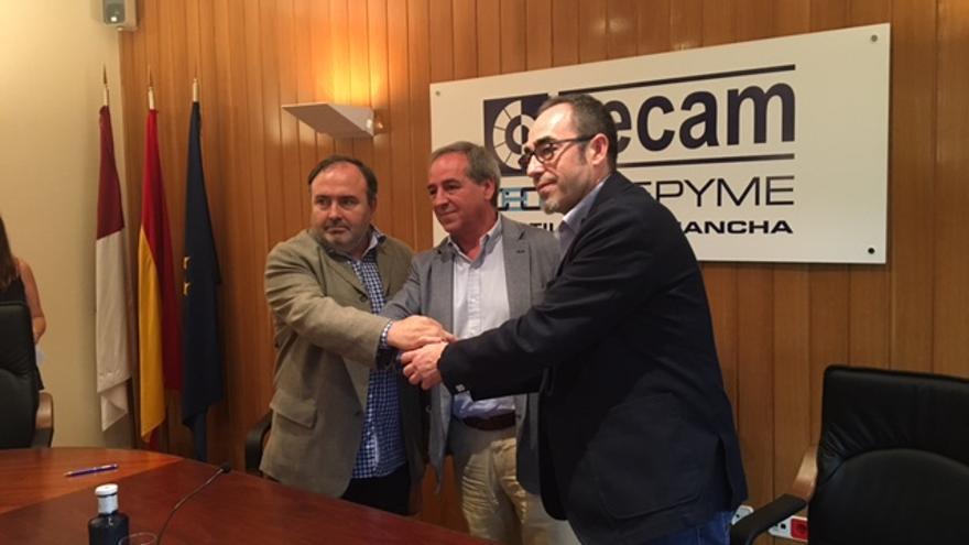 De izquierda a derecha: Carlos Pedrosa (UGT), Ángel Nicolas (Cecam) y Francisco de la Rosa (CCOO)