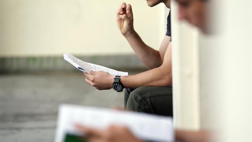 Hombre que estudia Ciencias Sociales, perfil del emprendedor universitario