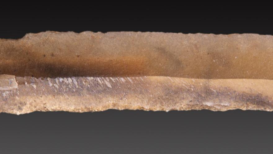 Hoja cortante fabricada en el Paleolítico superior