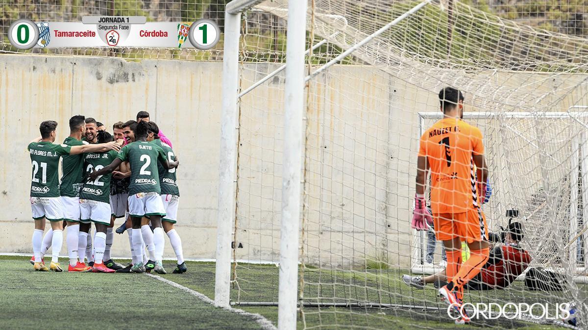 Los jugadores del Córdoba celebran el gol.