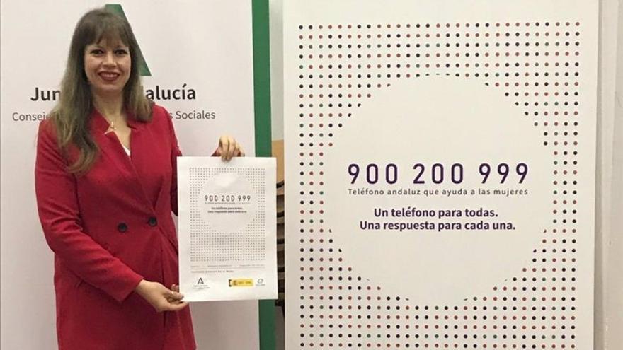 Lourdes Arroyo, presenta la nueva imagen del teléfono 900 del IAM.
