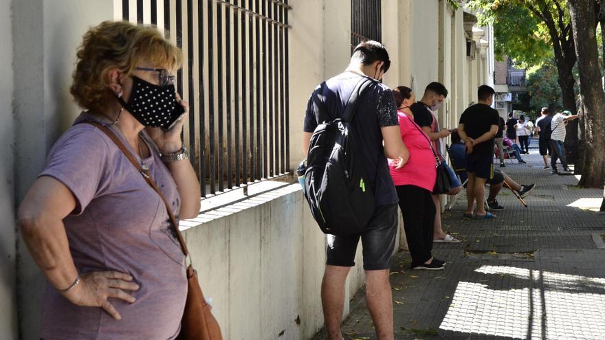 Segunda ola: la Argentina testea el doble que hace un mes pero el subregistro de la circulación del virus es mayor