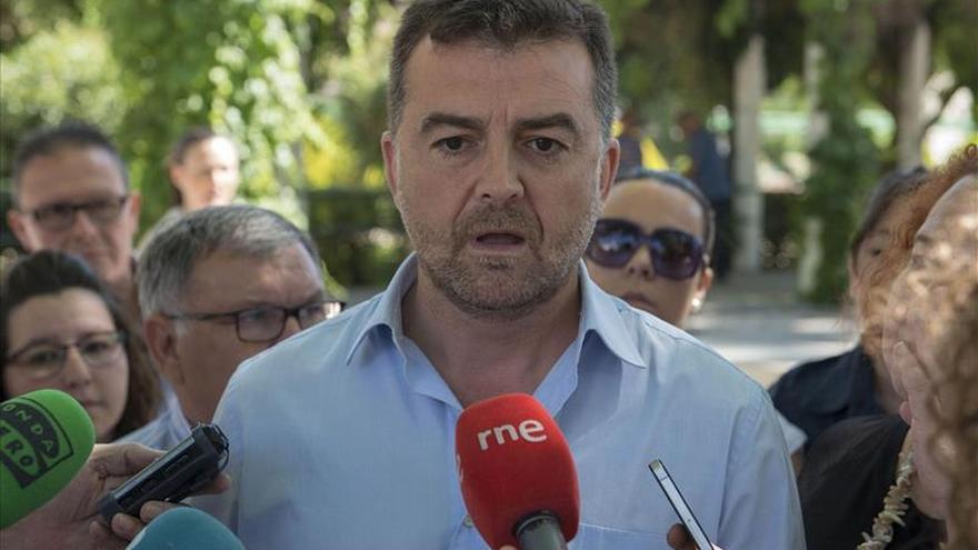 """Maíllo dice que la """"esperanza"""" en Madrid se llama García Montero"""