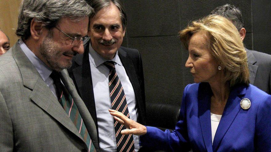 Narcís Serra (i) junto a Valeriano Gómez y la exministra de Economía, Elena Salgado