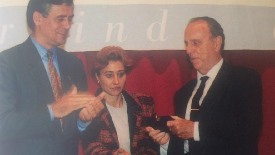 Manuel Pérez en una entrega de premios con Manuel Fraga en los años 90