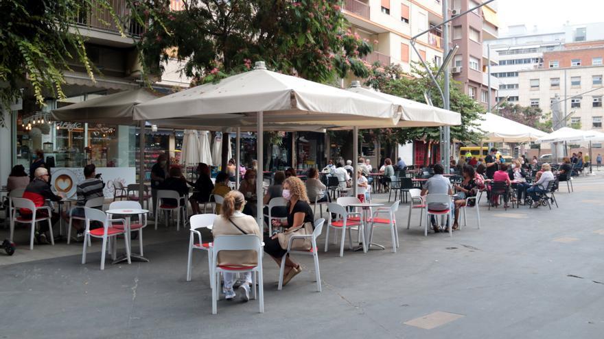 Catalunya cierra todos los bares y restaurantes a partir del viernes y limita el aforo en los comercios