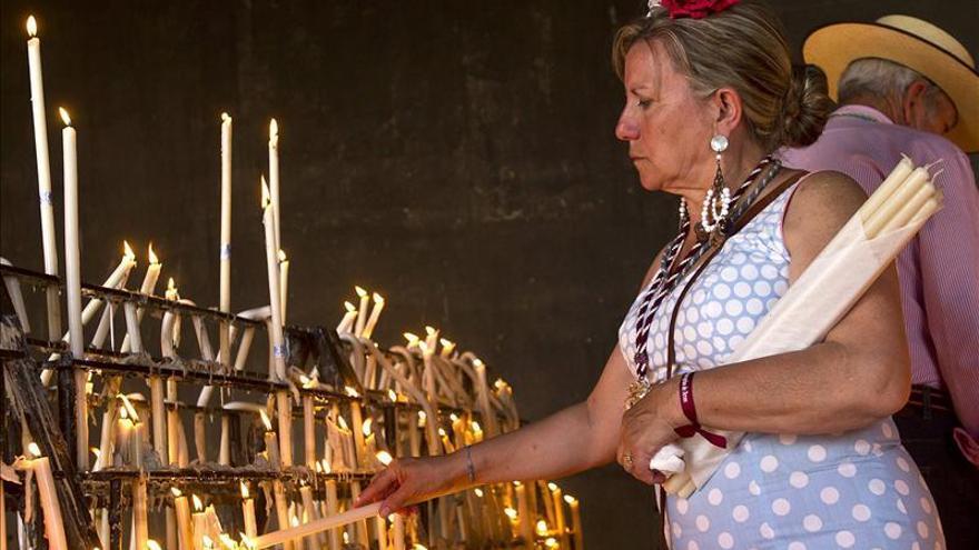 Hermandades participan en Santo Rosario, antesala de la salida de la Virgen