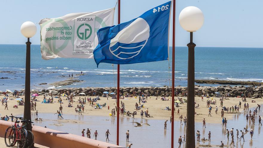 Las playas de Cádiz cuentan con la bandera azul como distintivo de calidad