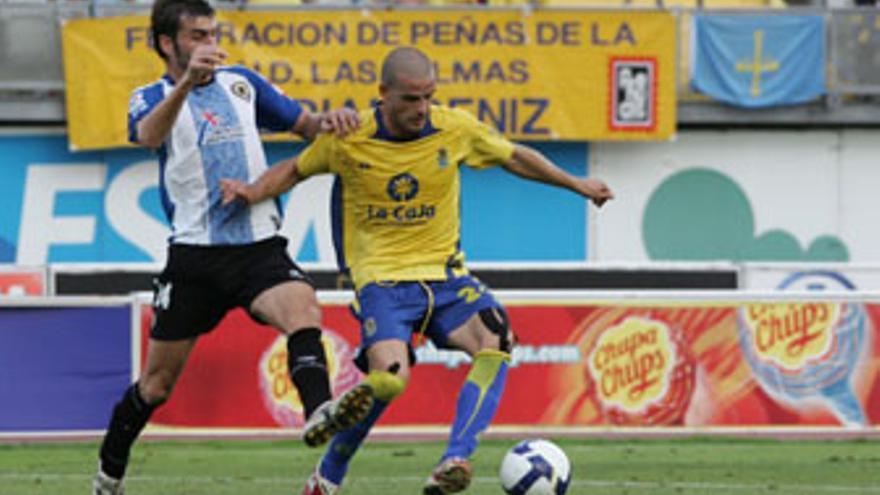 Miguel García, baja ante el Real Unión. (QUIQUE CURBELO)