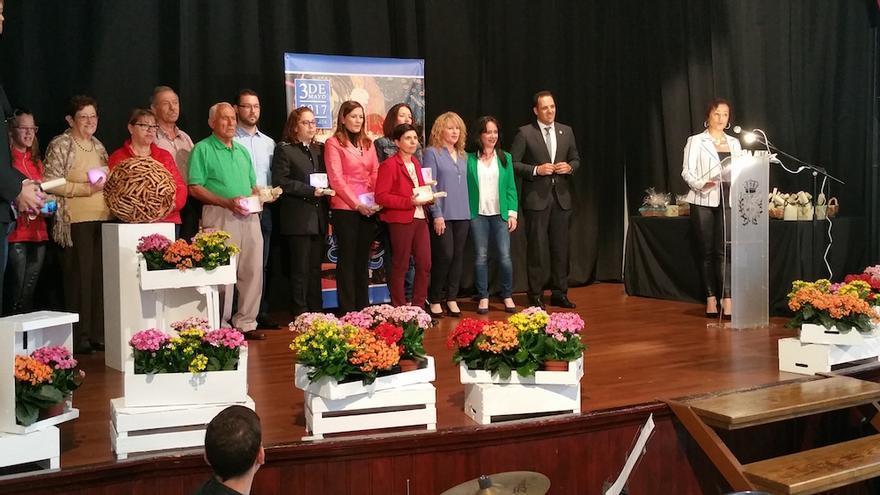 Los cruceros recibieron un diploma del Ayuntamiento.