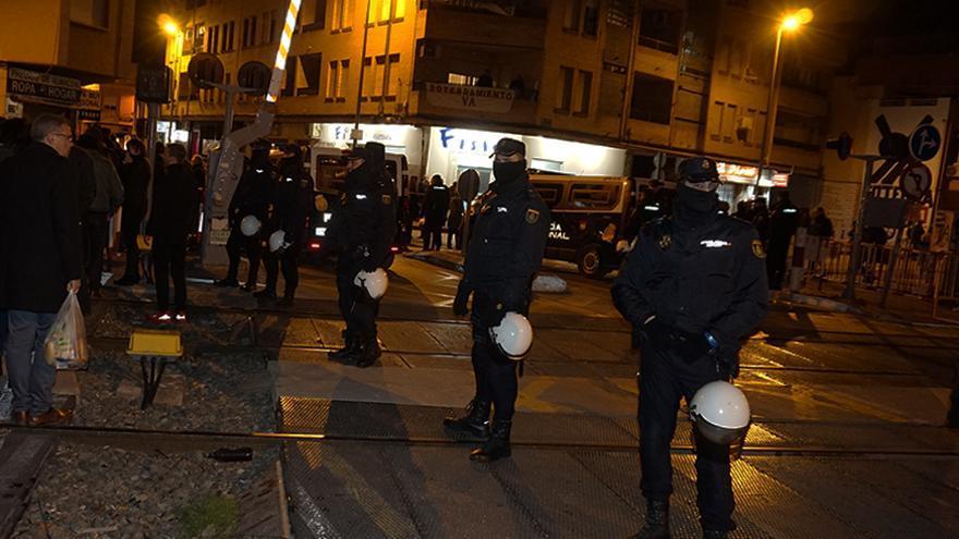 Policía en las vías de Santiago el Mayor