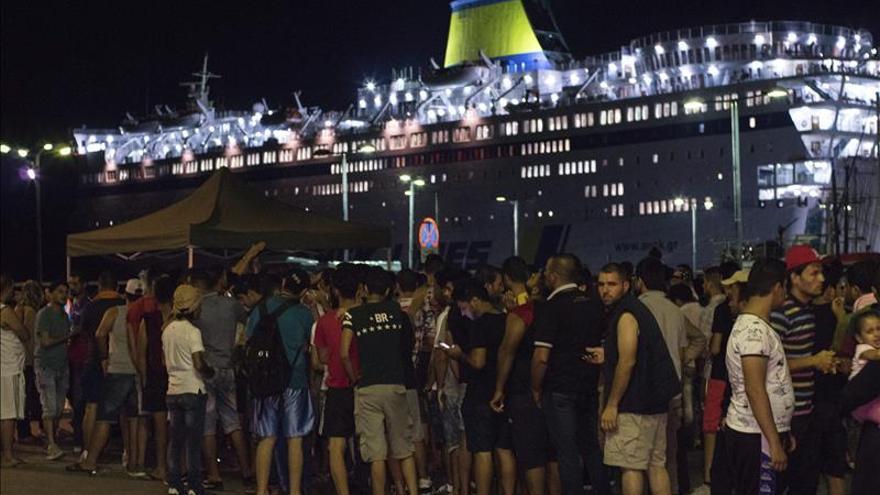 Más de mil refugiados, alojados en un buque en la isla griega de Kos