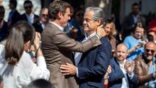 El presidente de Ciudadanos, Albert Rivera, abraza al diputado Marcos de Quinto en su presentación como candidato en las listas madrileñas