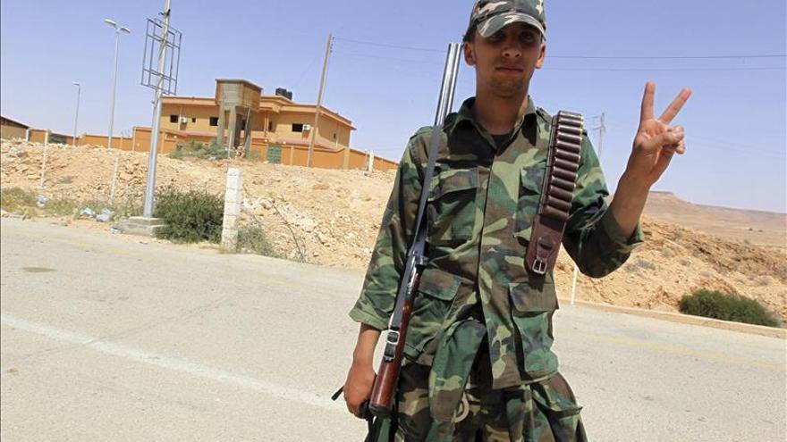 Gobierno rebelde libio llama a las armas ante el avance del Estado Islámico