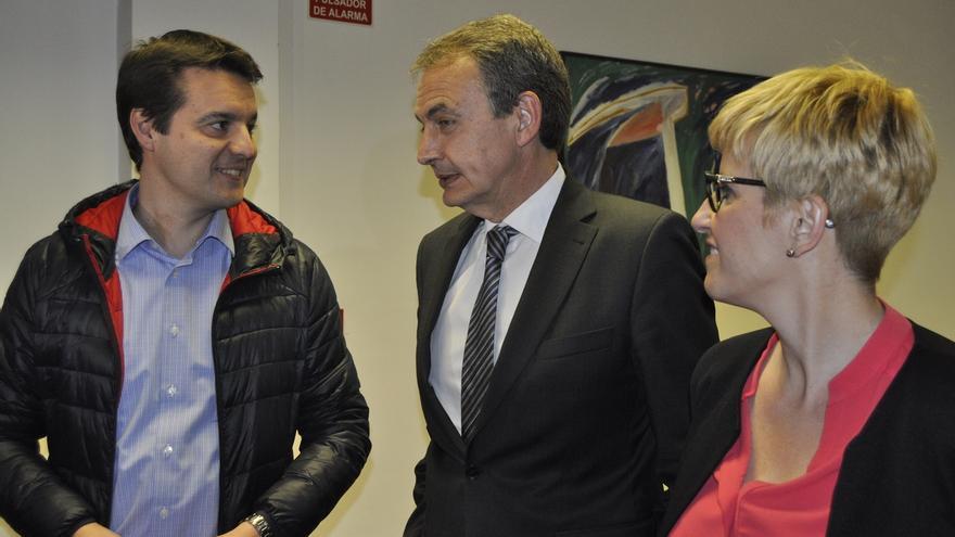"""Zapatero apoya a Díaz por su """"cultura de partido"""" y porque """"unió al PSOE"""" y """"va a ganar a Rajoy"""""""
