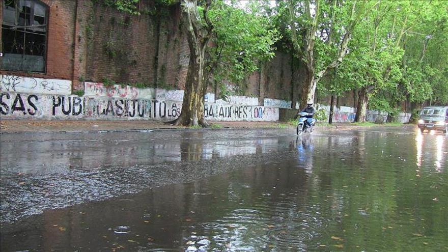 Más de 9.000 desplazados en Uruguay por las inundaciones