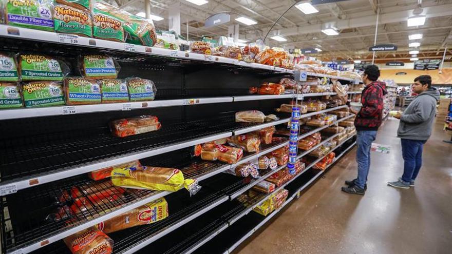 Los precios caen en marzo en Estados Unidos por primera vez en más de un año