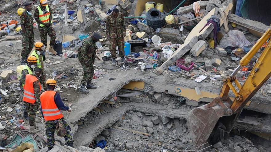 Detenido el propietario del edificio que se derrumbó en Nairobi con 21 muertos