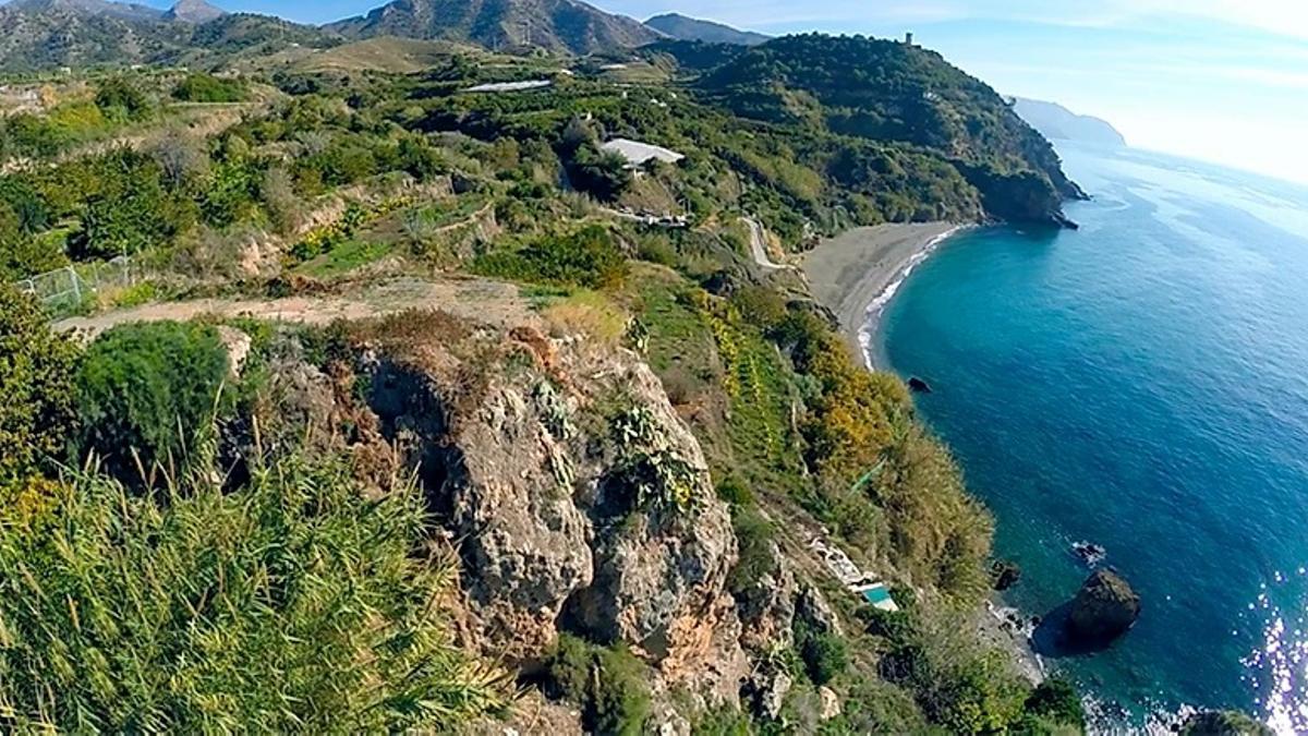 Vega y Playa de Maro, con la Torre de Maro al fondo   Plataforma Otro Maro es posible
