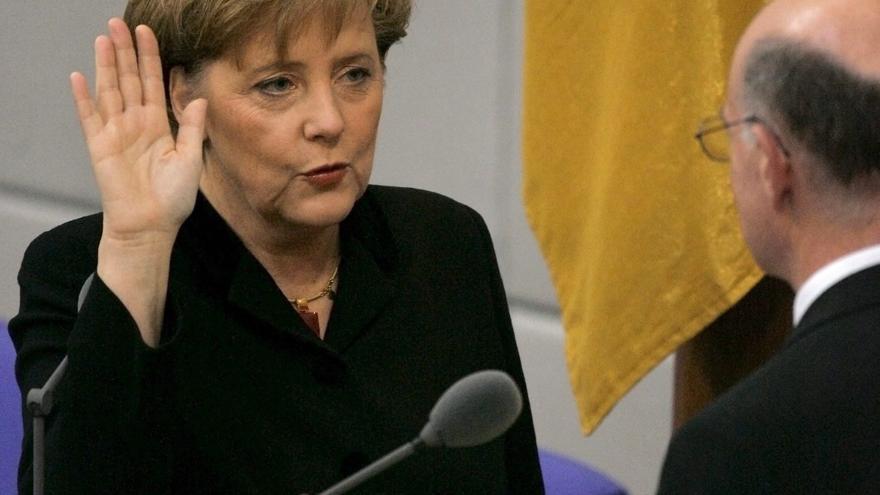 Merkel, 15 años después de su primer, y doble, hito histórico