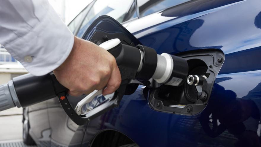 Un coche de hidrógeno como el Toyota Mirai se reposta igual que uno eléctrico.