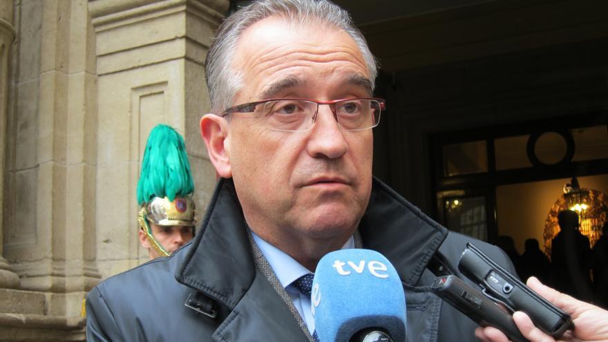 El alcalde de Pamplona presenta a los ediles un nuevo sistema de control de dietas